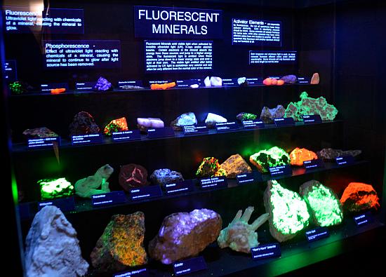 joplin-museum-rocks-glow