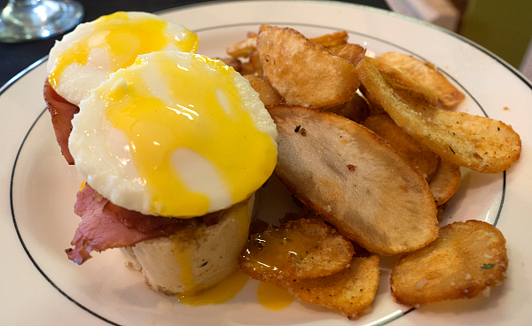 club 1201 brunch eggs benedict