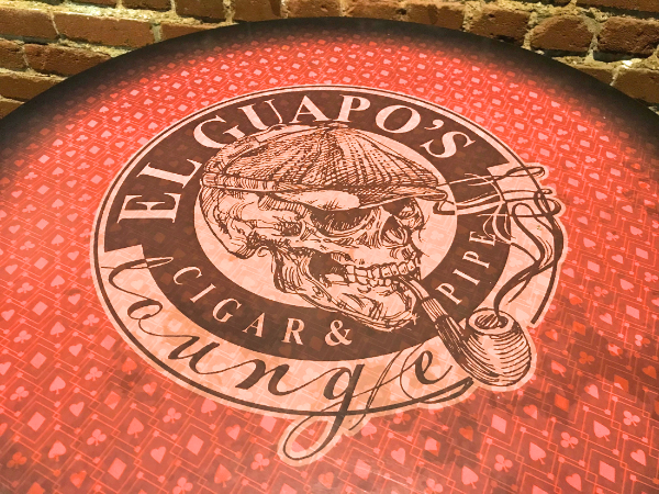 el guapo logo red table